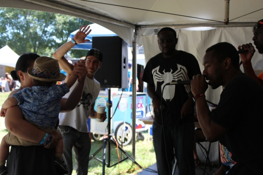 Luke free-styling with the rappers